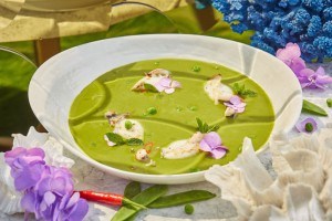 ERWIN_Krem-sup iz zelenogo goroshka s patagonskim kal'marom5